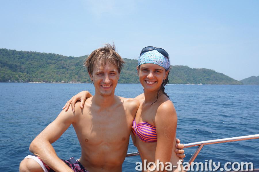 Наслаждаемся отличной погодой на тайской лодке