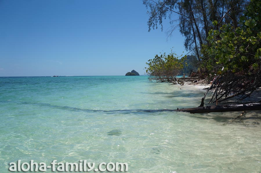 Остров Пода - чуть в стороне от многолюдного пляжа