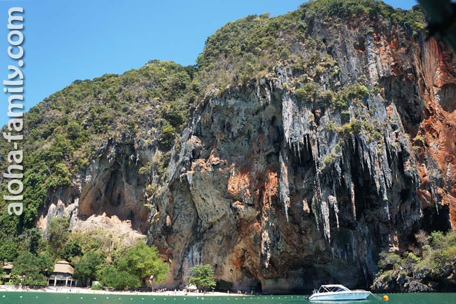 Пляж Прананг и его знаменитая скала с пещерами