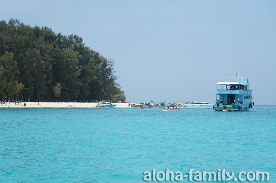 Приближаемся к Bamboo Island, и глаз не может нарадоваться цветом воды в Андаманском море