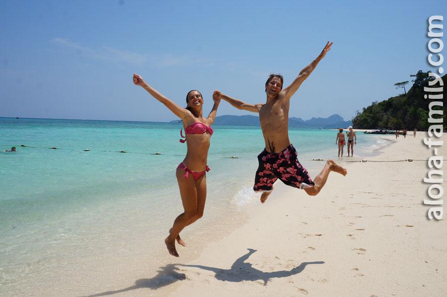 Прыгаем от радости на Бамбуковом острове в Таиланде