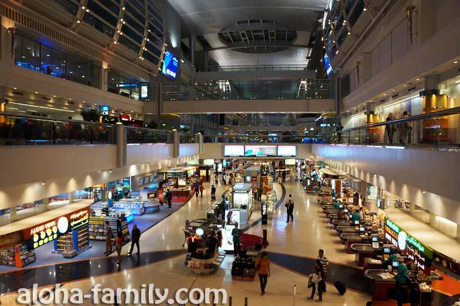 Пулей пронеслись по огромному и ослепительному аэропорту Дубаи