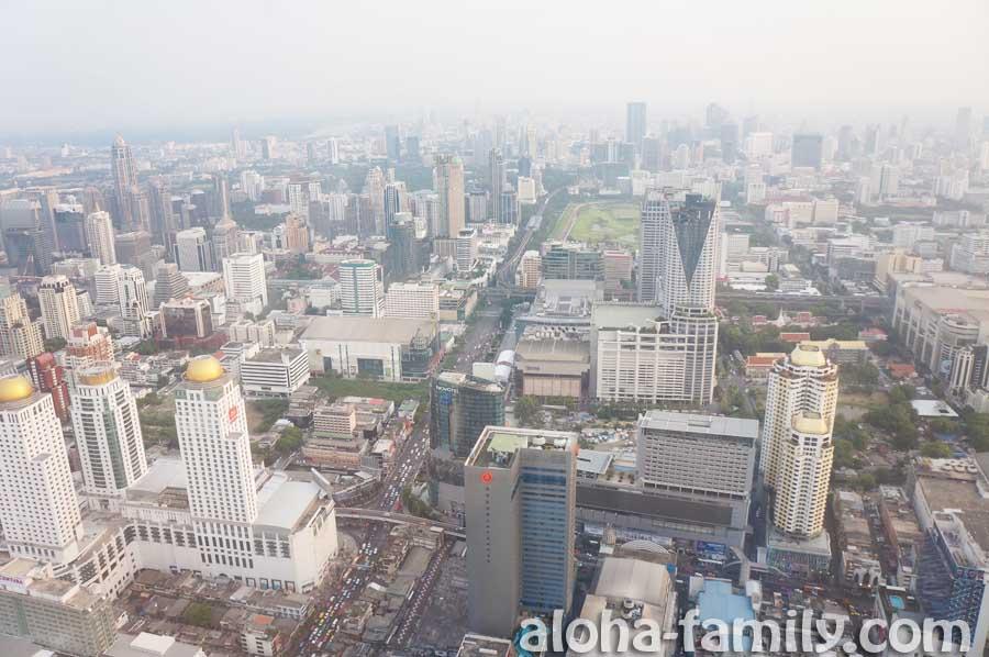 Baiyoke Sky за полчаса до заката - вид со смотровой площадки на Бангкок