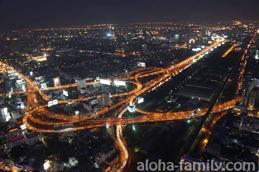 Sky Baiyoke - ночной вид с вертящейся смотровой площадки на 84-м этаже