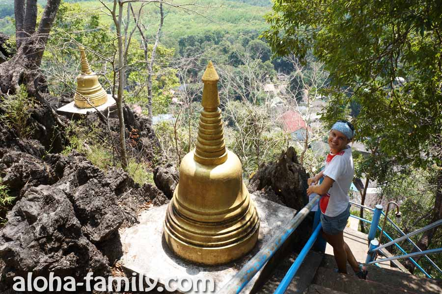 Спуск 1237 ступенек от статуи Будды к подножию горы. Сразу видно, что очистились - лица повеселели)))