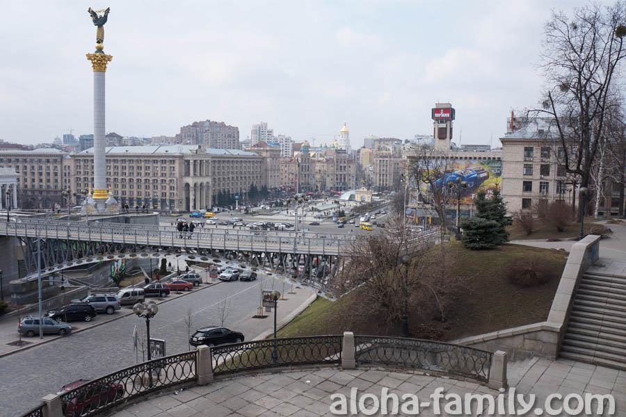Вид на Майдан Незалежности в в Киеве с площадки над часами