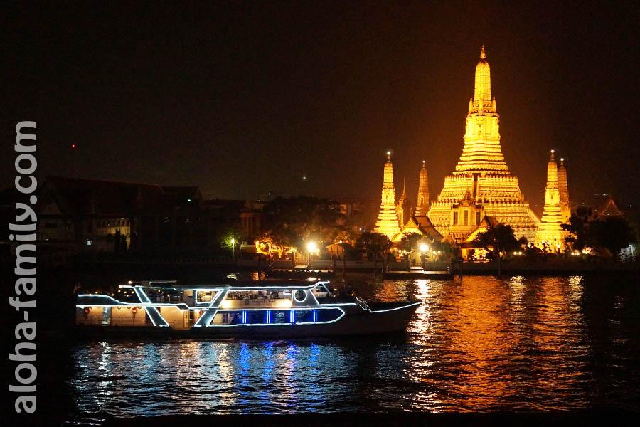 Вид на Wat Arun со смотровой площадки ресторана