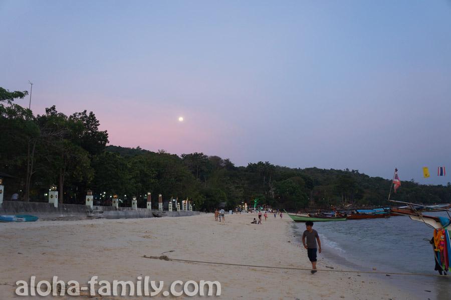 Восход полной луны на Пхи-Пхи Доне