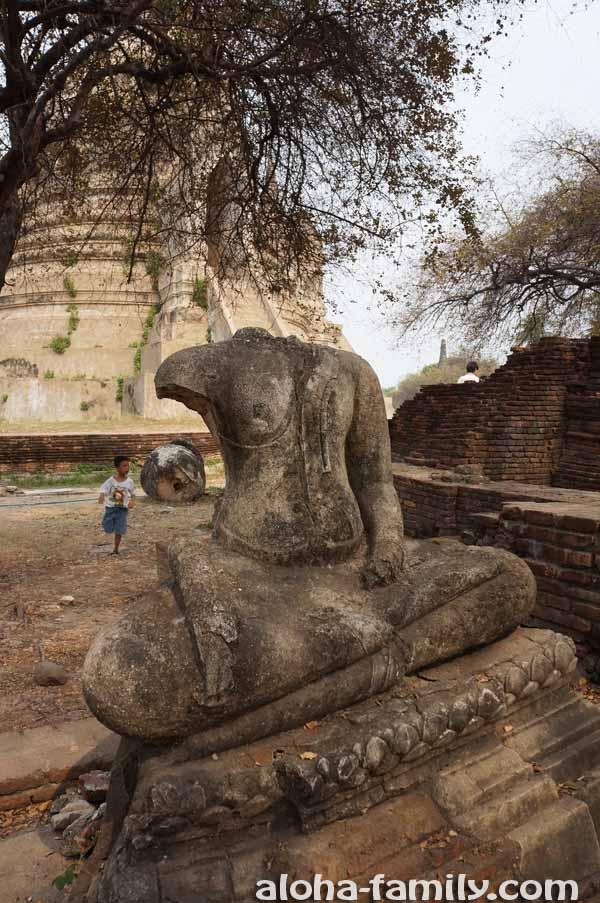 Во время захвата Аюттайи бирманцы отрубали головы статуям Будды