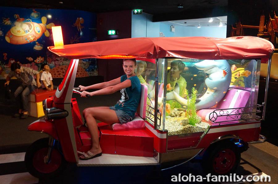Тук-тук в океанариуме Бангкока