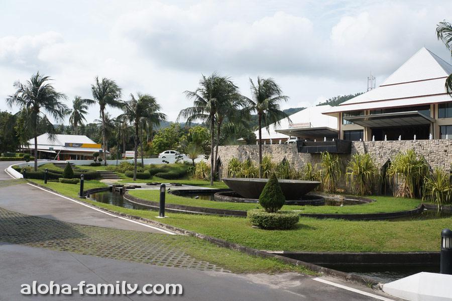 Bangkok Samui Hospital - вид снаружи (первая мысль: это точно клиника, а не отель?)