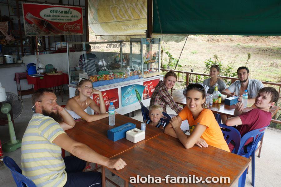 Долгожданный обед в придорожном кафе на Самуи