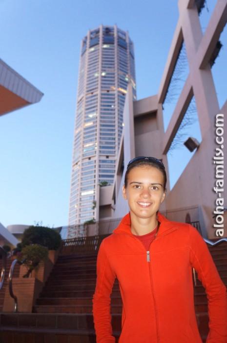 Фото на память на фоне Комтара перед отъездом из Малайзии