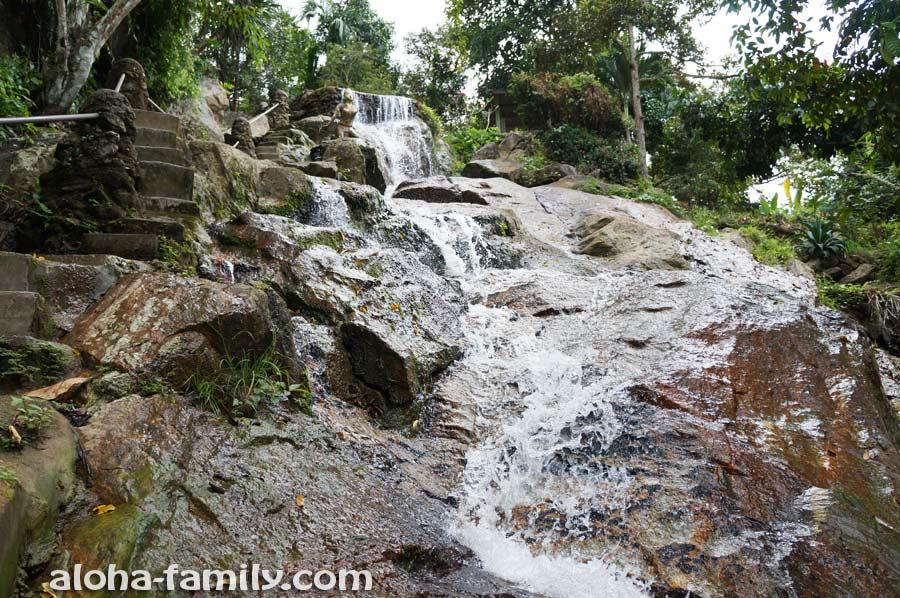 Водопад Khowyai на Самуи - поднимаюсь по лестнице повыше