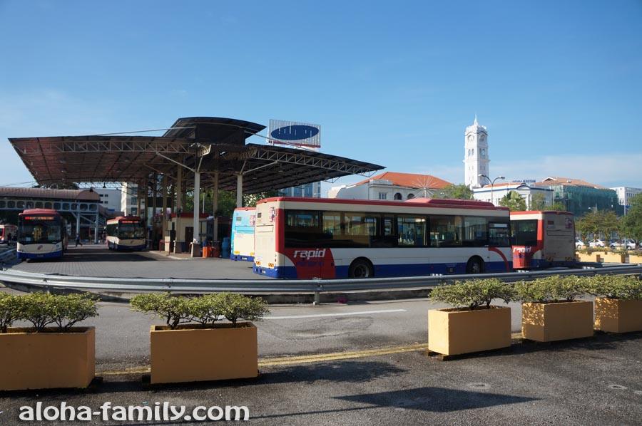 Конечная остановка городского автобуса в Джорджтауне возле парома