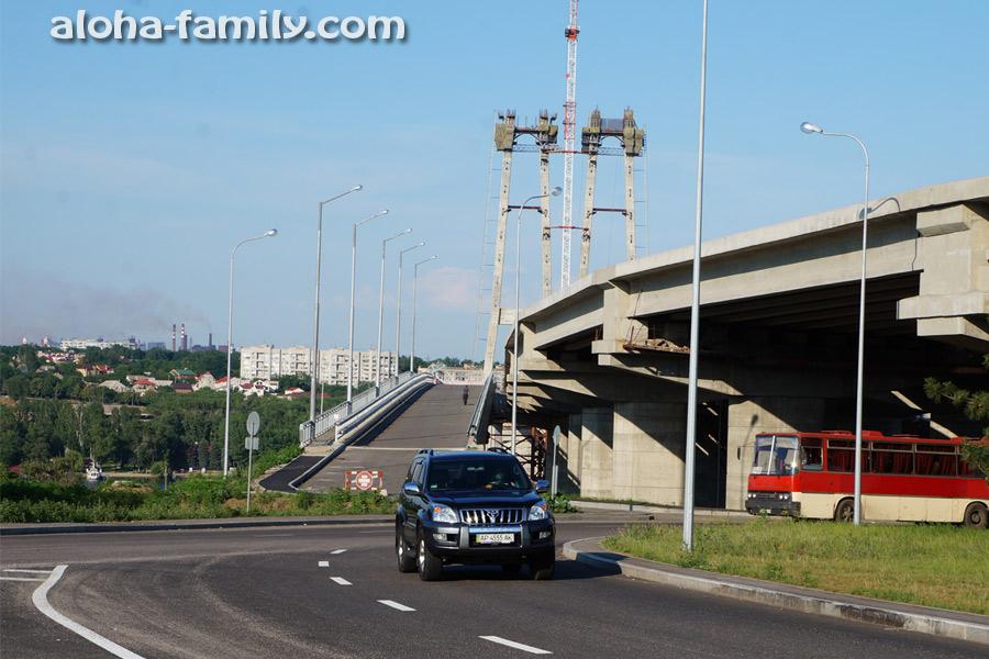 Хортица 2013 возле дороги и вечностроящиеся (пилите-шура-она-золотая) запорожские мосты