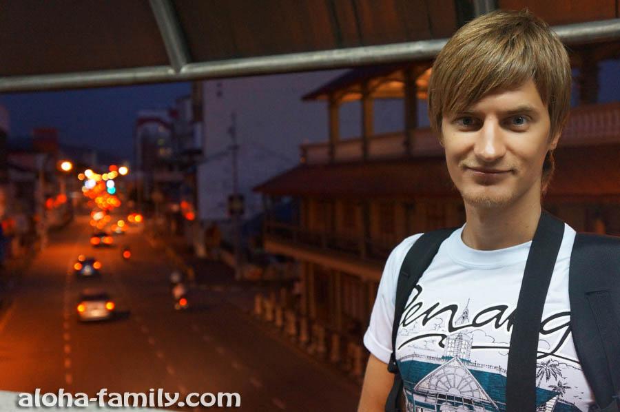На мосту возле здания Комтар - прощаемся с Малайзией перед рассветом))