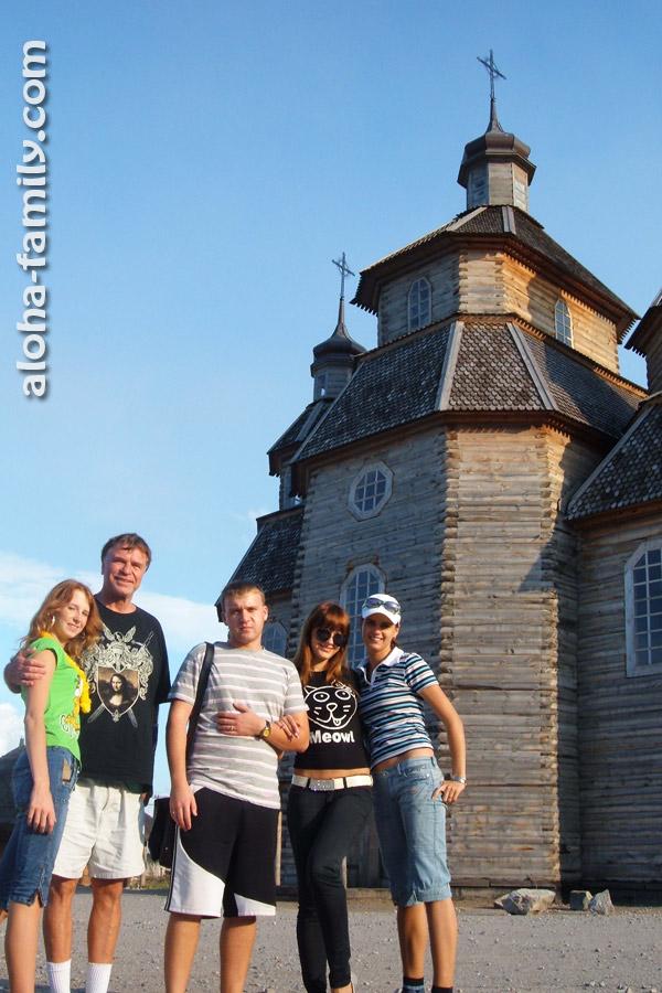 Наш гавайский друг Фил, который путешествовал с нами в Таиланде, также побывал в комплексе Запорожская Сечь в 2009 году!