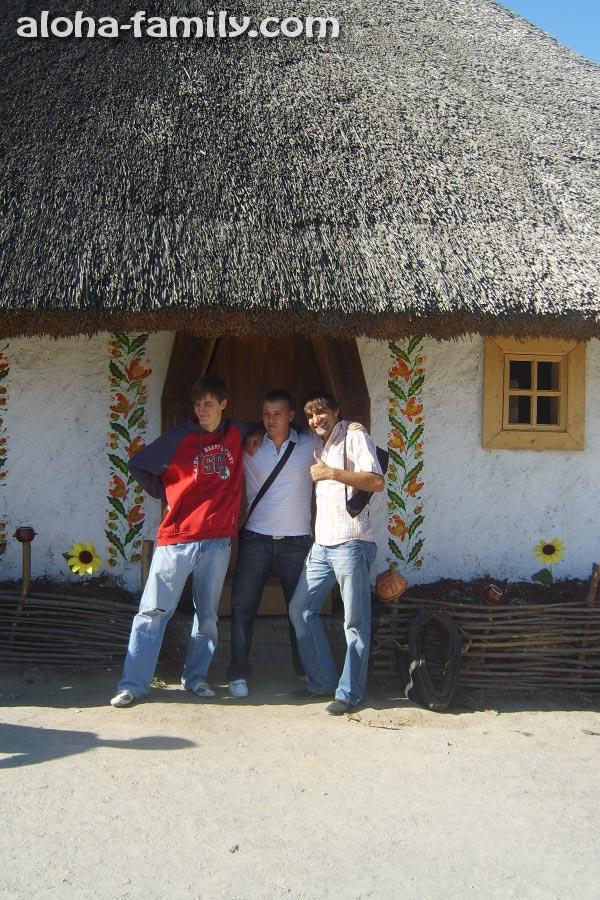 Традиционная украинская хата на острове Хортица в Запорожье (2010 год)