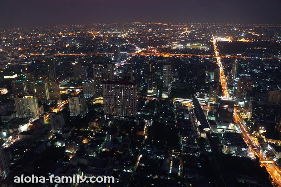 Ночной взгляд на Бангкок с высоты 304 метра