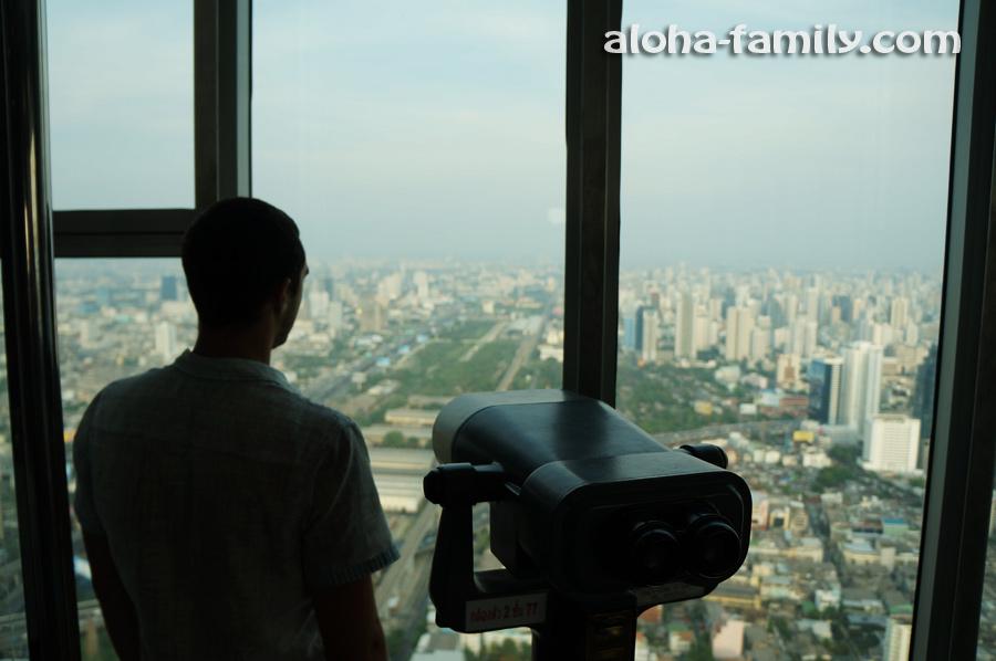 Платный бинокль на 77-м этаже Баййок Скай отеля