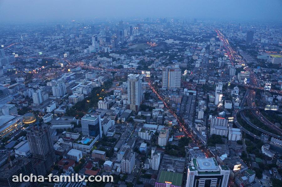 Солнце село, и в Бангкоке зажигаются огни