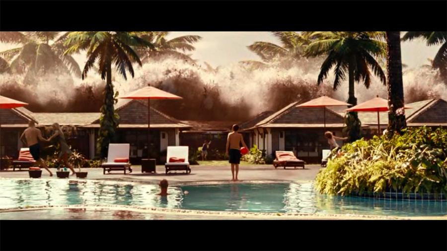"""Цунами на Пхукете - кадр из фильма """"Lo Imposible"""""""