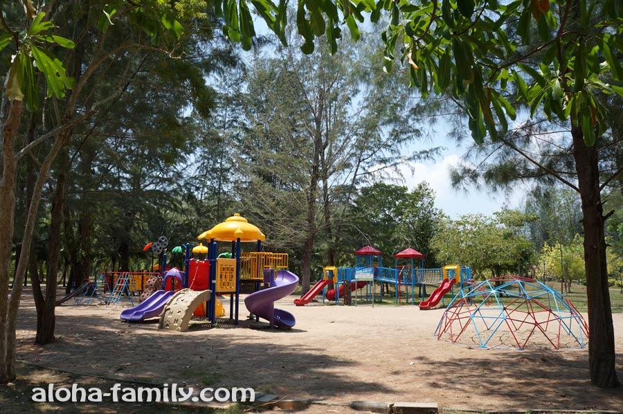 Детская площадка в парке Краби Тауна