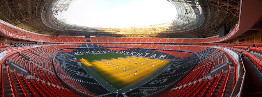 Донбасс Арена - панорамное фото из Википедии