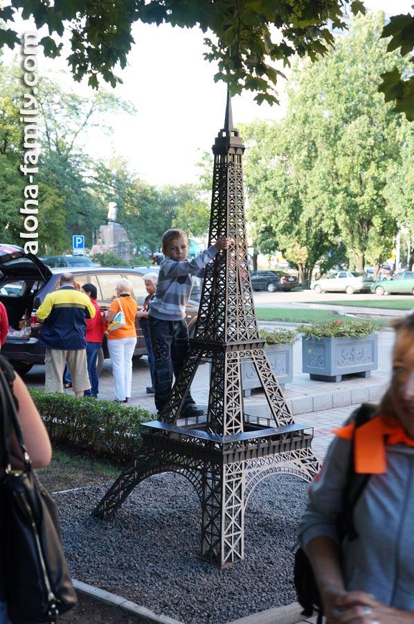 Эйфелева башня уже не та... =)))