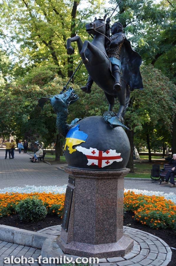 Памятник Георгию Победоносцу - подарок от грузинского землячества