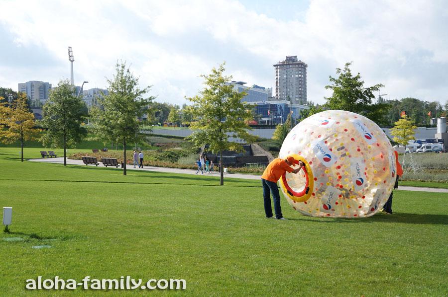Развлечение для туристов возле стадиона