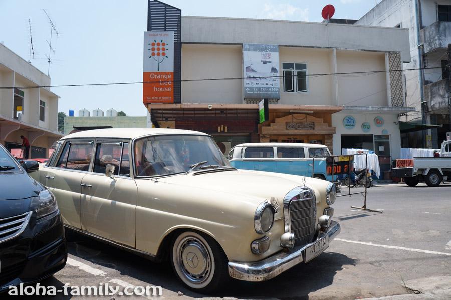 """Старенький Mercedes Benz с """"ресничками"""""""