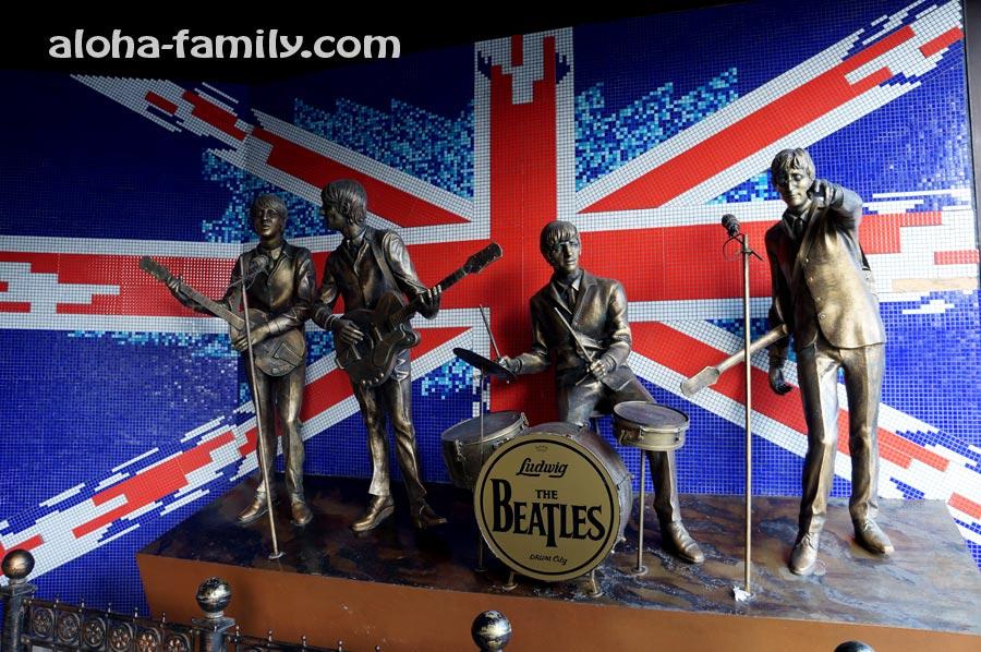 The Beatles в Донецке (жаль, что не настоящие)
