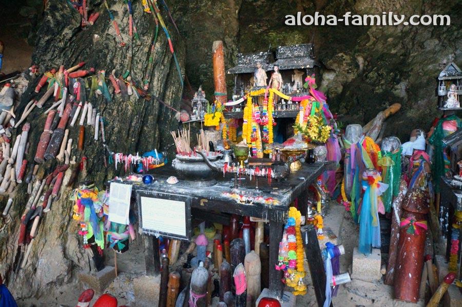 Пещера фаллосов и пляж Прананг на полуострове Рейли