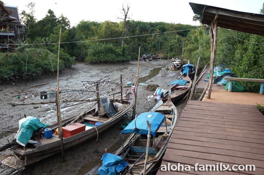 Тайские лодки на мели
