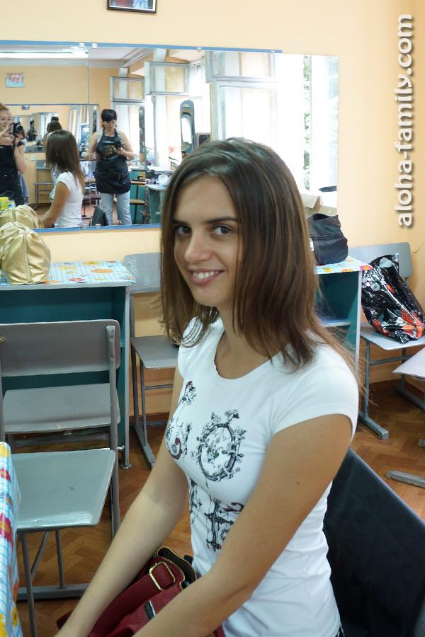 Лена становится моделью на экзамене у подруги, новоиспечённого парикмахера
