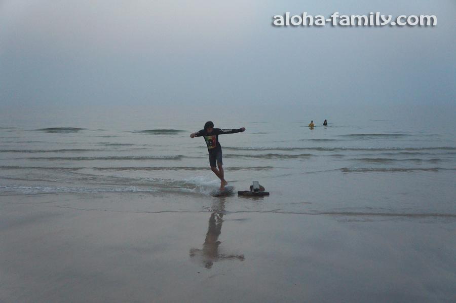 Бесплатное шоу с доской на пляже Хуа Хина