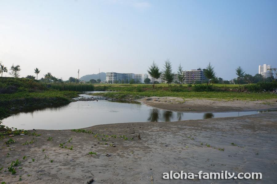Гольф-поле возле Kao Takiab