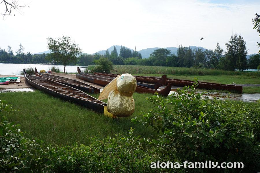 """Ещё возле озера Као Тао есть мега-позитивная """"лодка-заяц"""""""