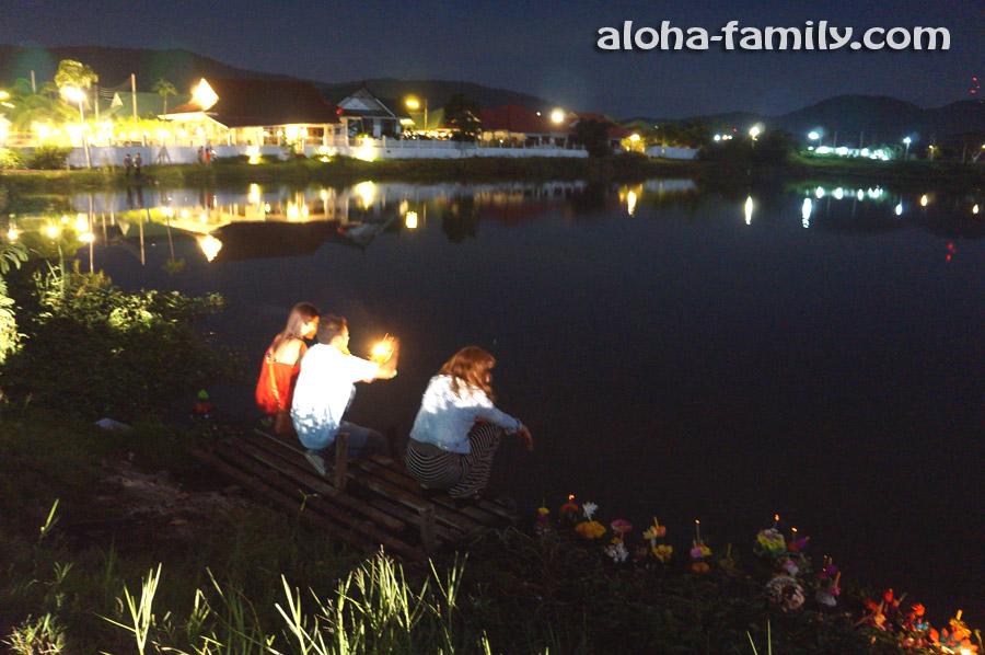 Лой Кратонг на озере в Хуа Хине