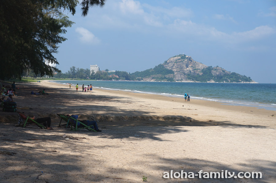 Пляж Suan Son (вид на пляж и гору Као Такиаб вдали)