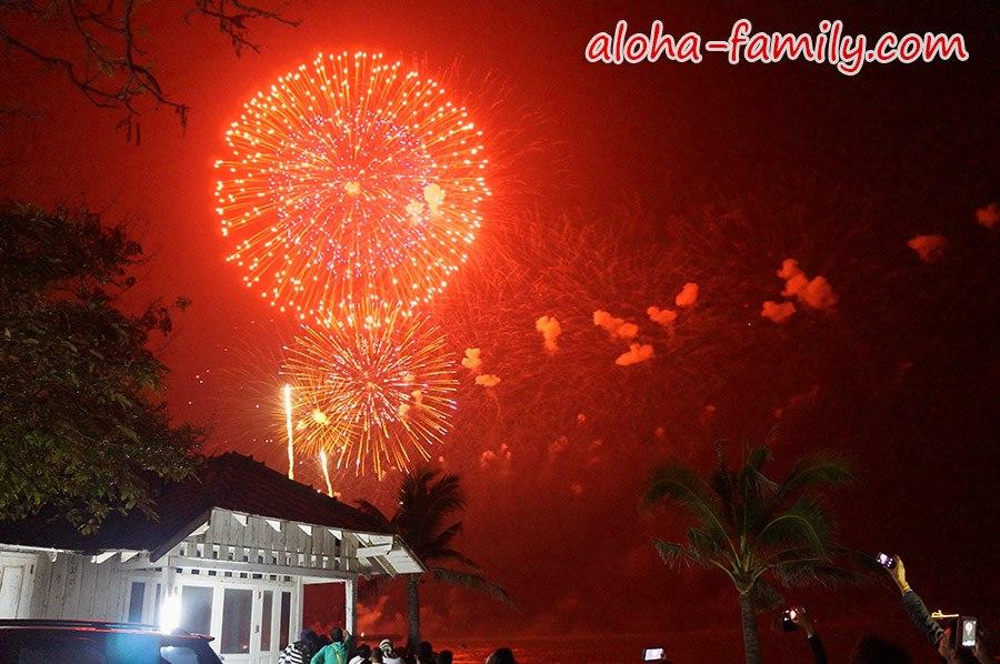 С наступающим 2014 годом! (фото с фестиваля фейерверков в Хуа Хине) =)