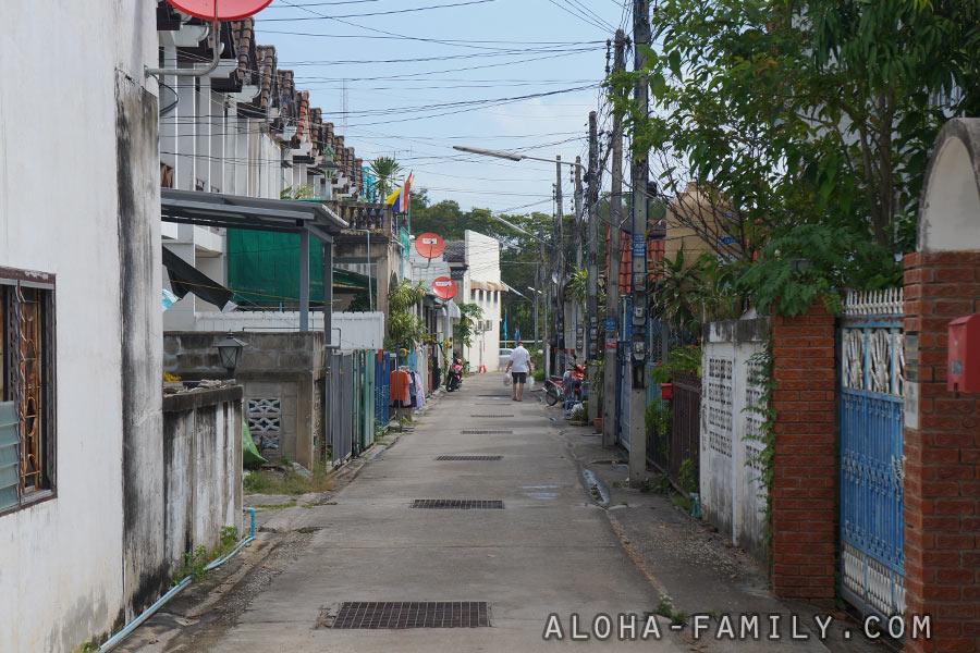 Наша новая улочка - это настоящий Таиланд! =)