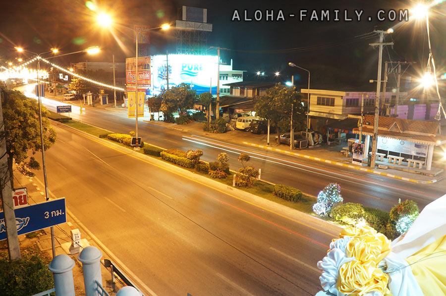 Ночной Хуа Хин (вид с надземного перехода)