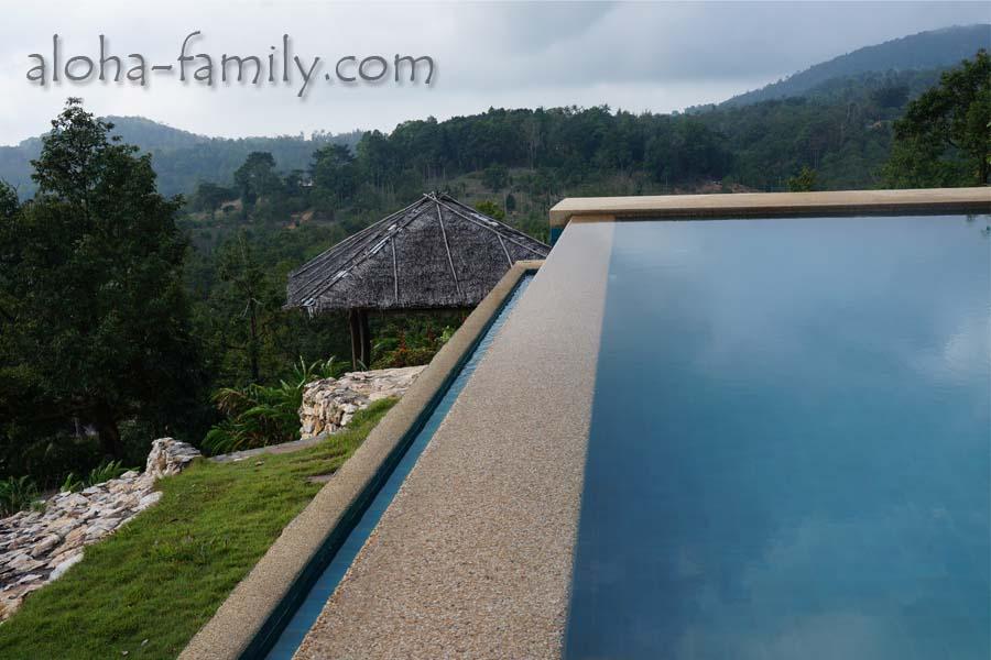 Невероятный вид - бассейн в горах Самуи