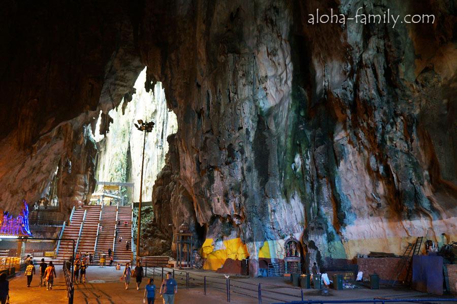 Пещеры Бату, главный зал, вид с центра