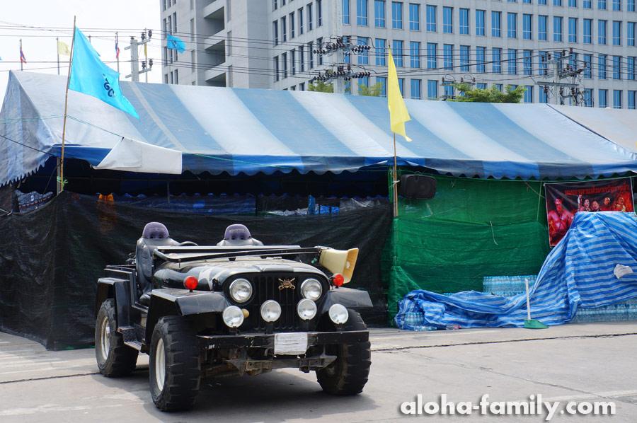 Джип революционеров в Таиланде