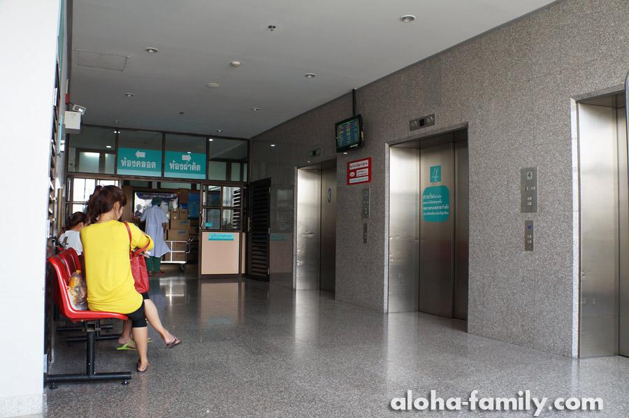 Возле родильного отделения, главный корпус, 4-ый этаж Хуа Хин Госпиталя (здесь мы рожали и получали справку)
