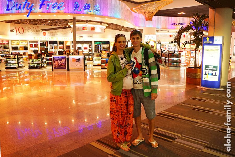 Аэропорт Дон Муанг в Бангкоке 31 декабря 2013 года - лететь в Куала Лумпур на встречу нового года будем втроём)))